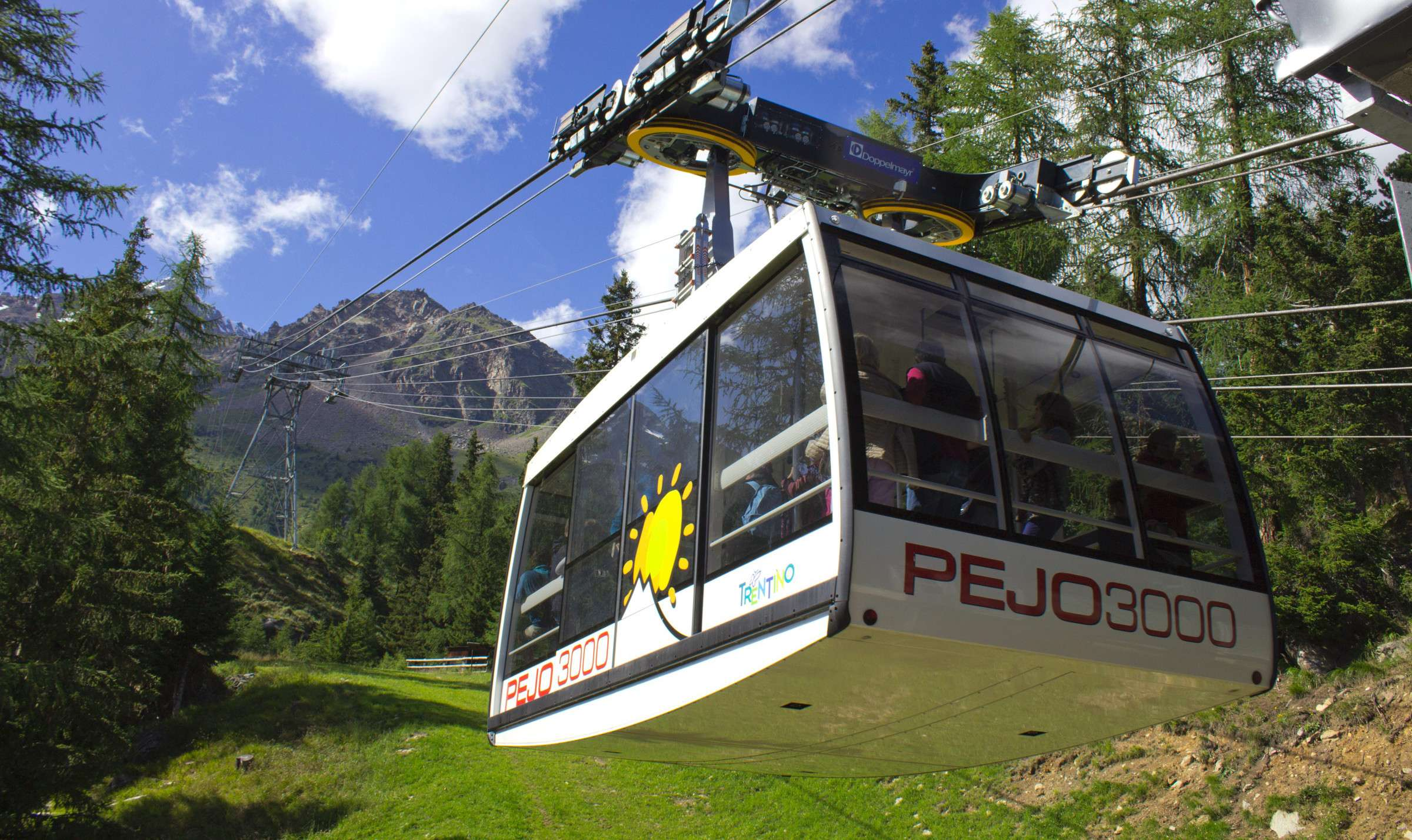 Get in the cable car up to 3000 meters